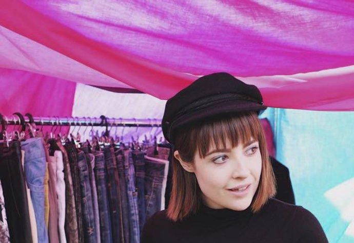 Utrácela tisíce za oblečení! Dnes nakupuje v sekáči a je módní ikonou!  2d81eaea44