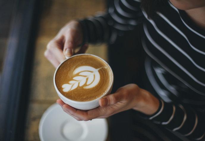 Víkend mimo Prahu: 8 kaváren, kde vám připraví nejlepší flat white