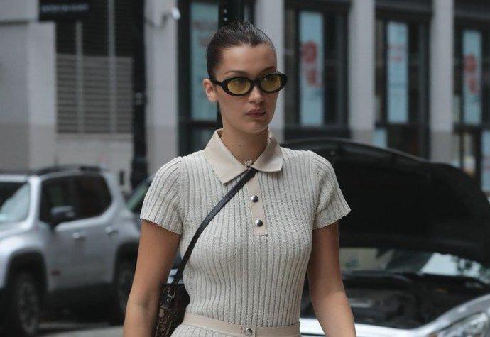 Trend polo límečků si oblíbila Bella Hadid