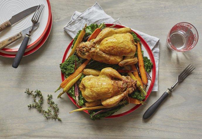 Dokonale vypečené kuře: Zkuste ho s nádivkou a zeleninou!