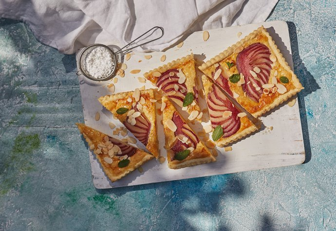 Jdeme na piknik: Přineste mandlový koláč s pošírovanými hruškami
