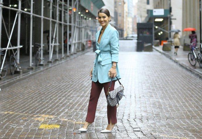"""Módní influencerka Camila Coelho dokazuje, že pastely a zemité odstíny tvoří perfektní """"match"""""""