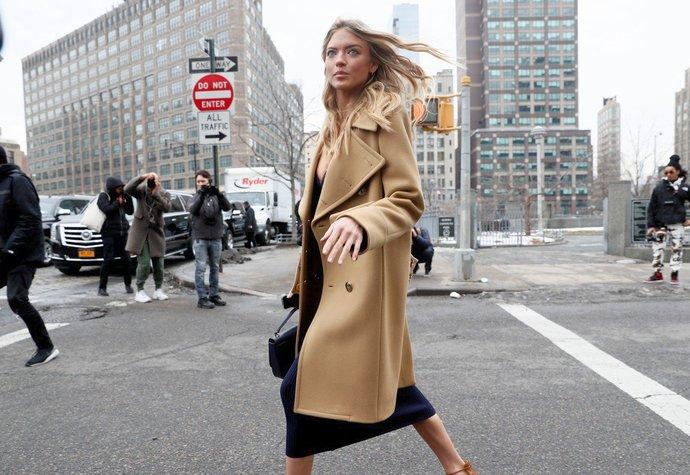 Modelka Martha Hunt v New Yorku