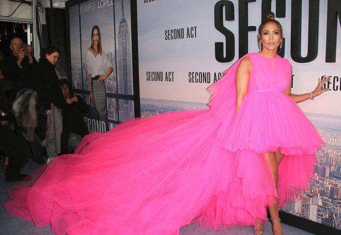 Jennifer Lopez si šaty Giambattista Valli oblékla na premiéru filmu Second  Act cf36c0c0f10