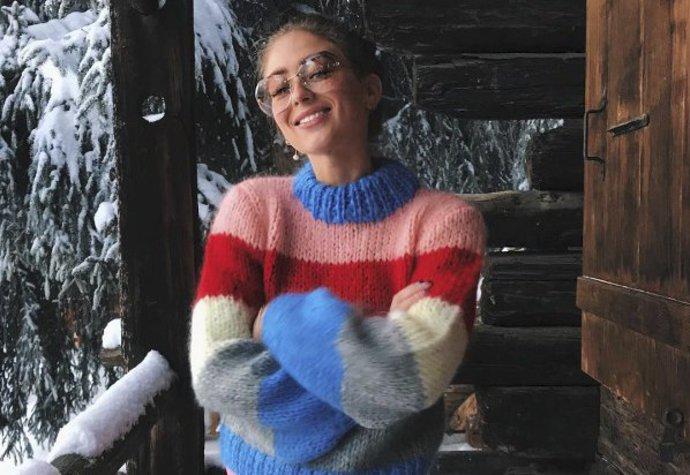 Dánská módní ikona Emili Sindlev ve svetru značky Ganni