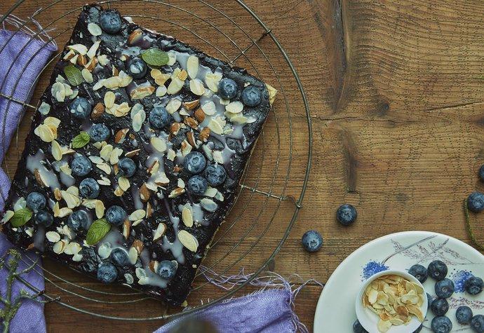 Víkendové pečení: Borůvkové řezy s mandlemi!