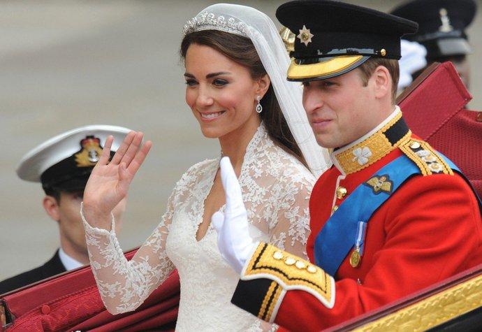Vévodkyně Kate měla na svatbě diamantové náušnice ve tvaru slzy z malého šperkařství Robinson Pelham