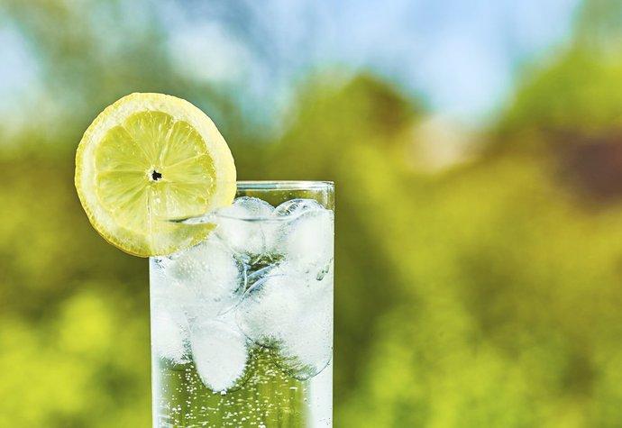 Perlivá voda: Opravdu ji nesmíte při hubnutí?