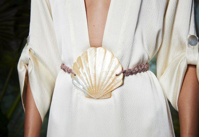 Z loňské přehlídky návrhářky Rebeccy de Ravenel (pásek stále prodává MyTheresa.com)