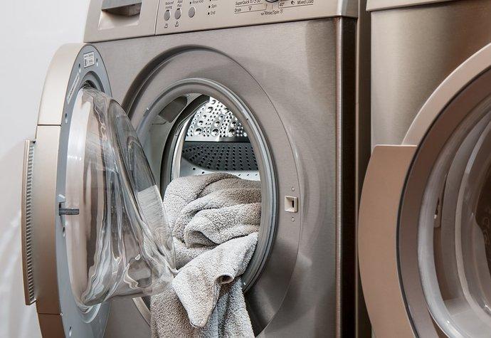 5 tipů, jak se zbavit zápachu z pračky