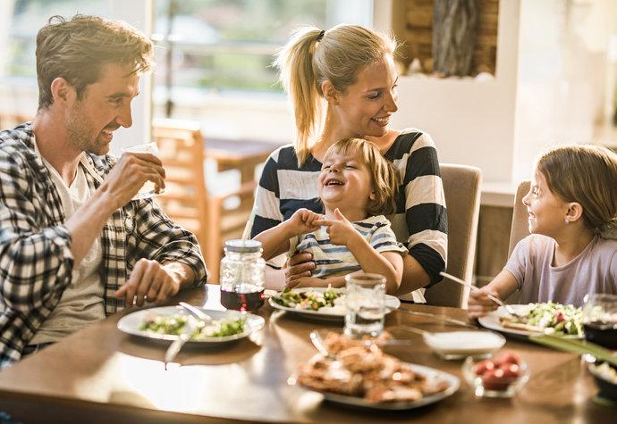 7 důvodů, proč trvat na tom, že budete doma jíst spolu
