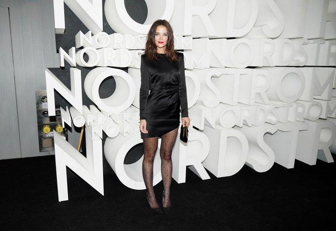 Katie Holmes v outfitu Saint Laurent