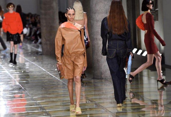 Bottega Veneta představila boty, které připomínají čínské nudle. Nosila byste je?
