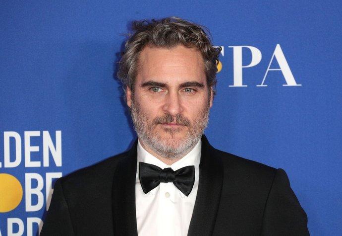 Joaquin Phoenix bude nosit celý rok stejný oblek! Proč?