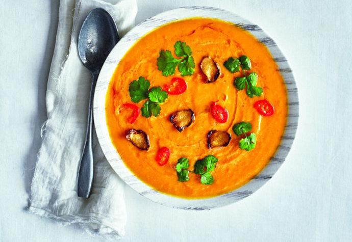 Polévka plná vitamínů: Vyzkoušejte mrkvový krém se zázvorem a koriandrem!