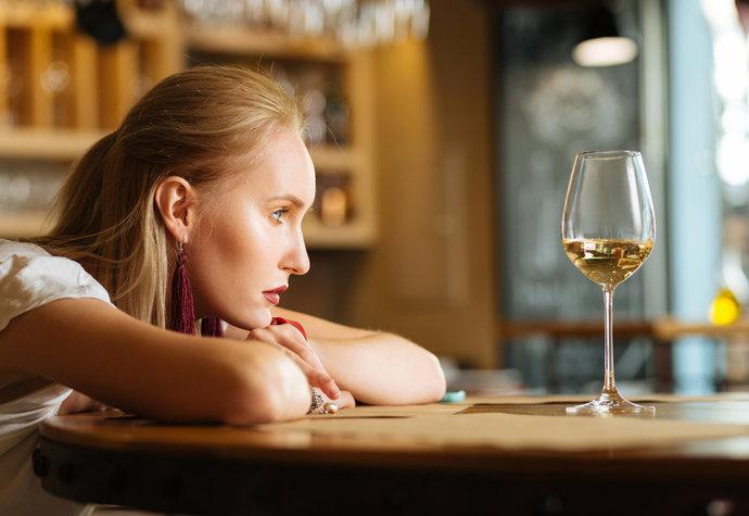 9 negativních účinků alkoholu na naše tělo. Co nejvíc trpí?