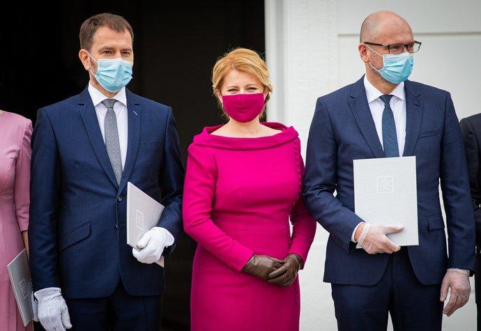 Prezidentka Zuzana Čaputová si s nutností nosit roušku poradila vskutku elegantně
