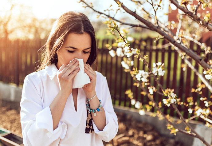Pylová sezóna je tu: Víte, jak poznat alergickou rýmu od normální?
