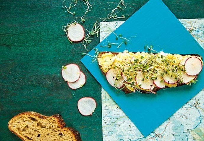 Ideální svačina na výlet i pro návštěvu: Chléb s vajíčkovou pomazánkou!