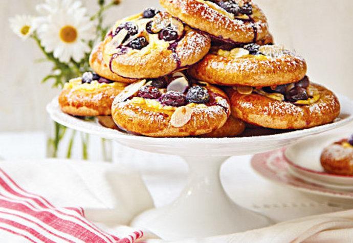 Vláčné borůvkové koláče s tvarohem, na kterých si pochutná každý!