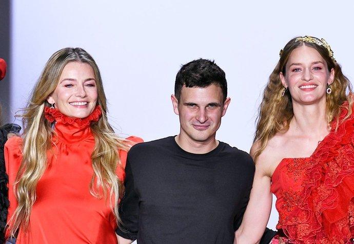 Jiří Kalfař s modelkami Pavlínou Pořízkovou a Lindou Vojtovou na newyorském fashion weeku (únor 2019)