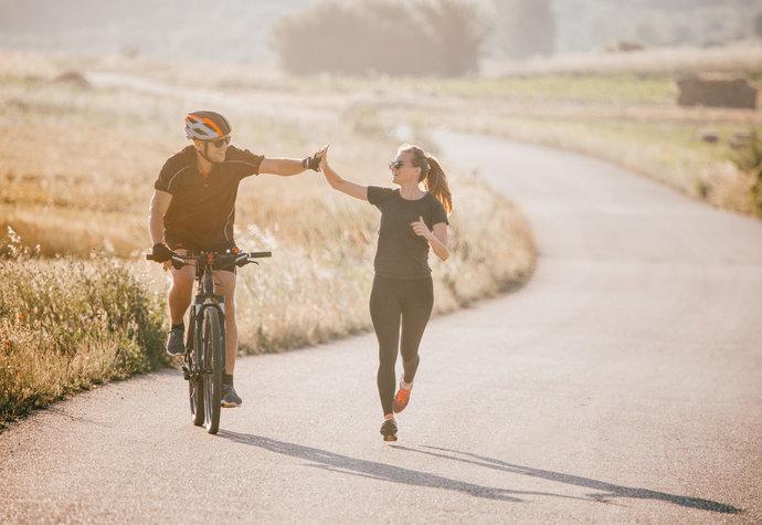 Běh, nebo kolo? Co je lepší pro hubnutí a co pro budování svalů?