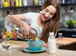 Ořechy jsou skvělé pro váš mozek. Které další potraviny zlepšují paměť a koncentraci?