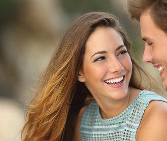 Šťastné páry si užívají maličkosti. Velká gesta u nich nenajdete