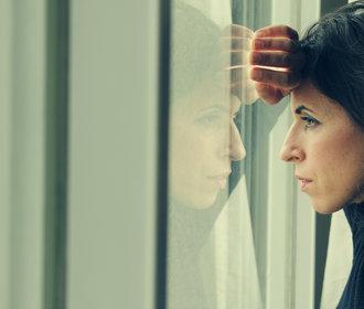 Trápí kolem vás někoho deprese? Tyhle 4 fráze jim neříkejte!