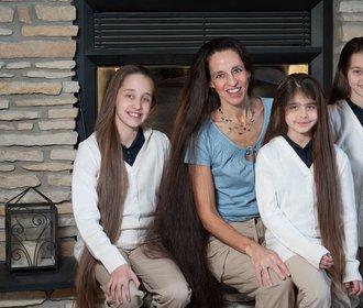 Tato žena nestříhá vlasy sobě ani svým dětem! Seznamte se s Rapunzel