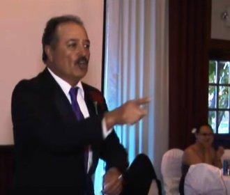 Otec nevěsty odmítl přednést proslov. Místo něj svatebčany pořádně překvapil!