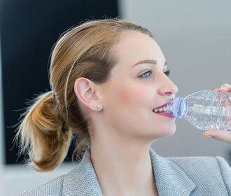 Vodní výzva: Pijte třicet dnů jen vodu! Neuvěříte, co se stane s vaším tělem!