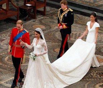 Víte, že vévodkyně Kate měla i druhé svatební šaty? Takhle vypadaly!
