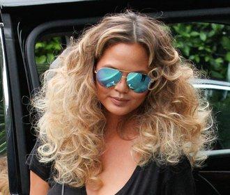 Kudrnaté vlasy jako trend letošního roku. Víte, jak na ně?