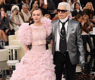 Jarní Haute Couture Karla Lagerfelda. Večer peří, přes den tvíd