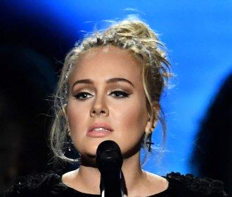 Ten večer tryskaly Adele na pódiu slzy štěstí...