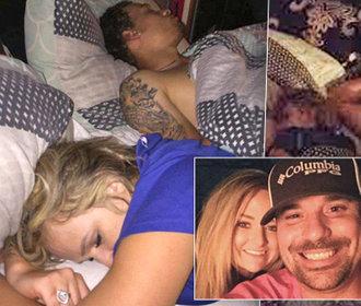 Přistihl přítelkyni s milencem v posteli! Místo výprasku si s nimi udělal selfie