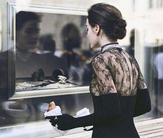 Móda ze Snídaně u Tiffanyho inspirovala nádhernou svatební kolekci