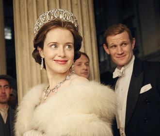 Královna Alžběta sleduje seriál o sobě samotné. Je nadšená