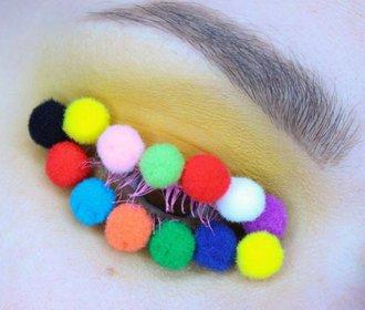 Pom Pom make-up: Plyšové kuličky pobláznily svět!