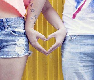 """Proč mluvíme otevřeně o sexu, ale bojíme se říct """"mám tě ráda"""""""