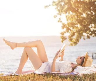 10 knih, co vám zpříjemní léto. Začtěte se, příběh začíná
