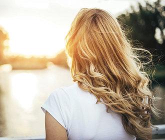 Oleje na vlasy: K čemu jsou dobré a jak je používat?