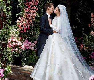 Miranda Kerr připomínala v šatech od Diora jinou slavnou nevěstu. Poznáte kterou?