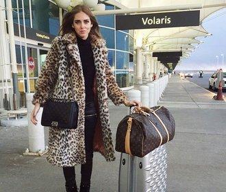 Jak si balí na cesty slavní. Kdo má větší kufr?