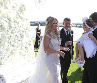 Svatba Moniky a Andreje Babišových: Jak to nevěstě slušelo?