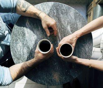 Káva prodlouží život a zažene depresi. Záleží ale, kolik jí pijete