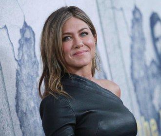 Jennifer Aniston slaví 50! Její módní styl je věčnou inspirací