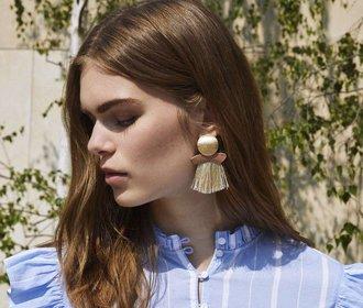 Střapcové náušnice: Žhavý letní šperk, který pozvedne každý outfit