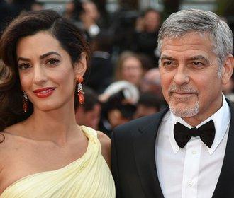 Amal a George Clooney plánují dovést 3 000 syrských uprchlíků do škol